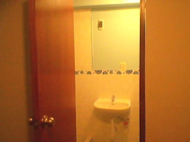 alquilo cuarto con baño privado