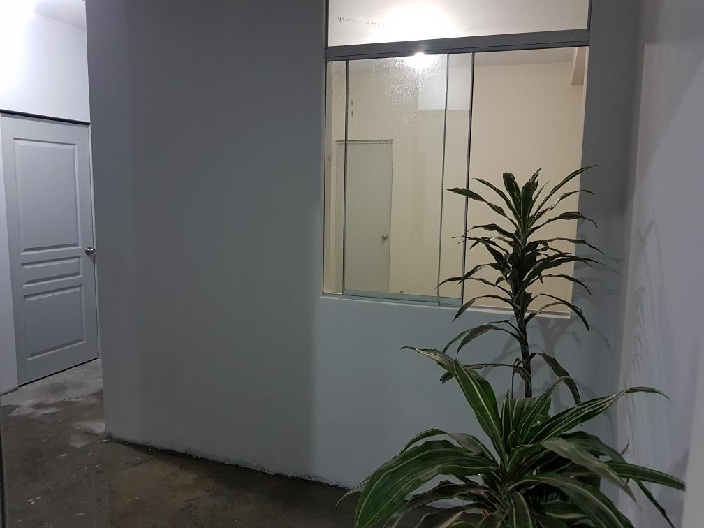 alquilo cuarto de 9.5 m2 + baño de 3 m2 en zona céntrica