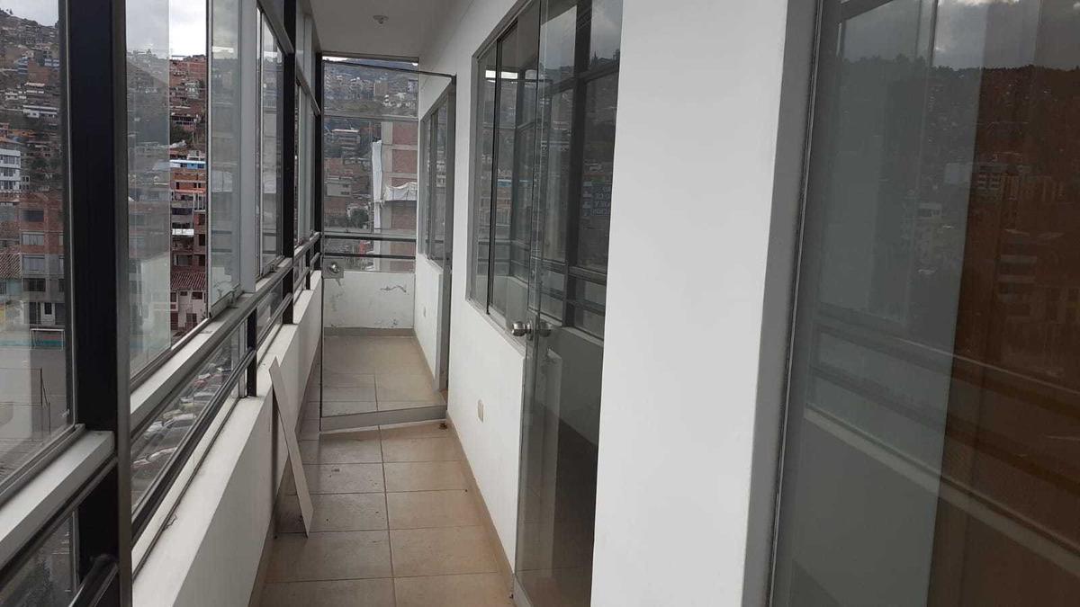 alquilo departamento con balcón y patio en manuel prado