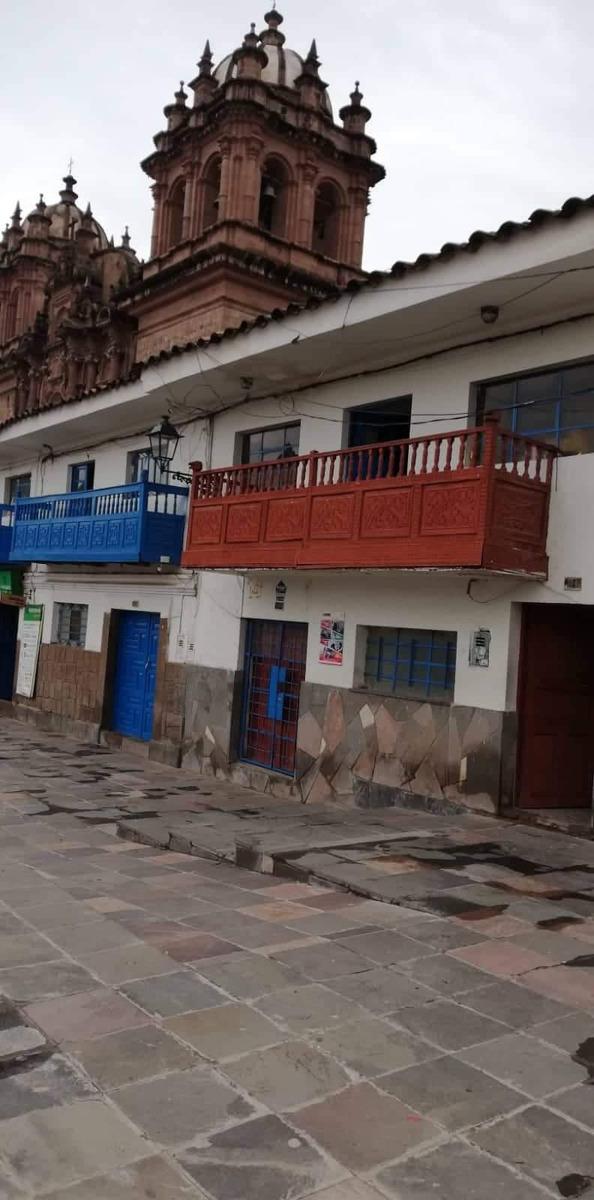 alquilo dos locales plaza san sebastián