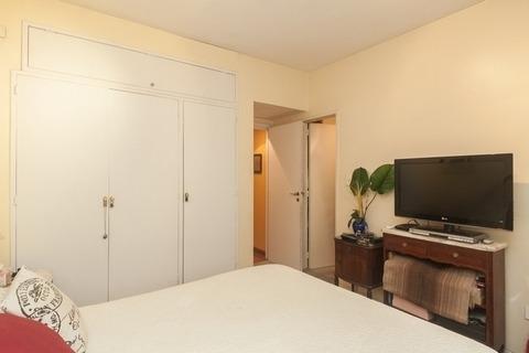 alquilo en recoleta. amplio 4 ambientes con balcón. 5 pax
