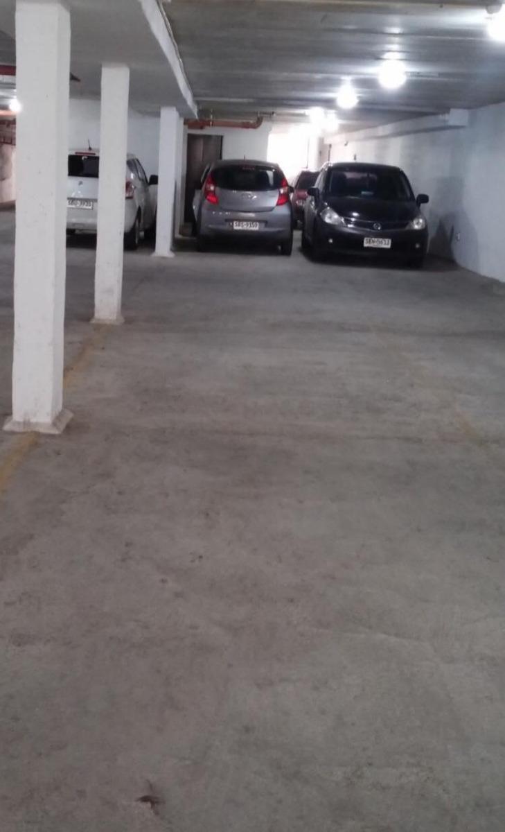 alquilo garage auto, montevideo shopping