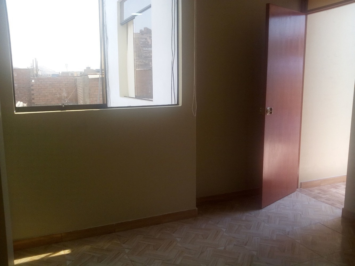 alquilo habitación con baño propio por naranjal 940492256