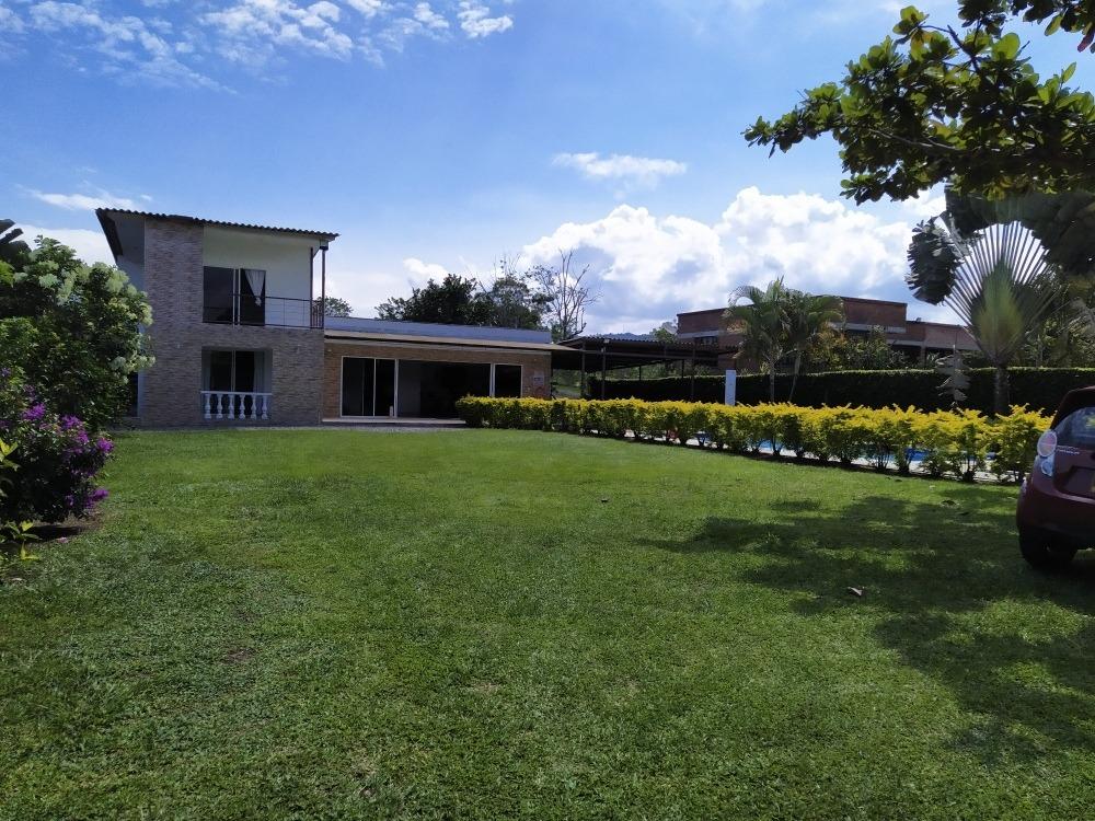 alquilo hermosa casa campestre en santagueda