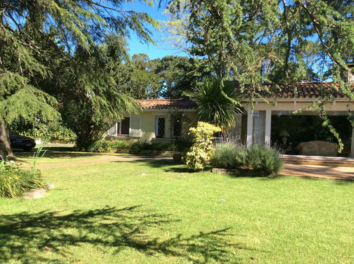 alquilo hermosa casa en la zona de jardines de cordoba
