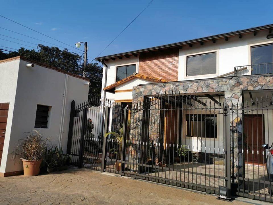 alquilo hermoso duplex en barrio cerrado en luque cod 2447
