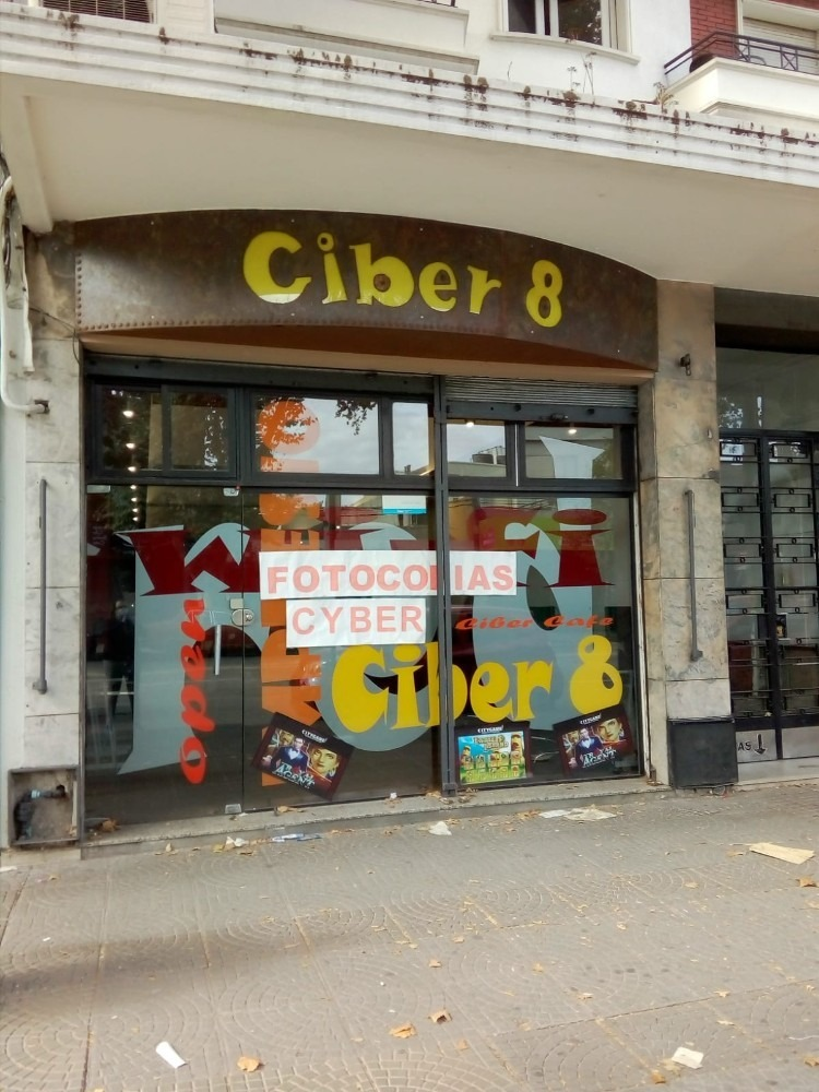 alquilo importante local comercial en avenida 8 de octubre