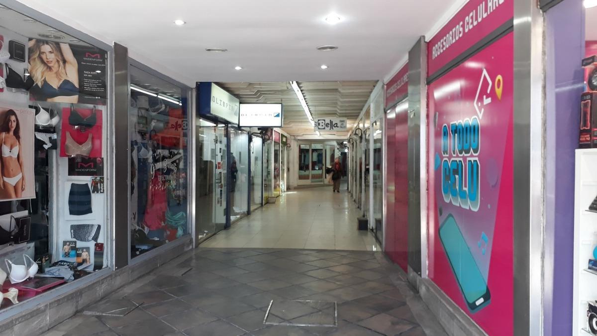 alquilo local en galería haedo centro