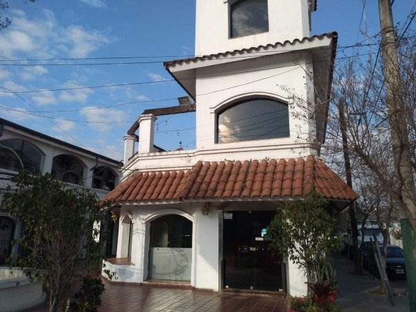 alquilo local en pleno centro de  villa allende, para uso gastronómico