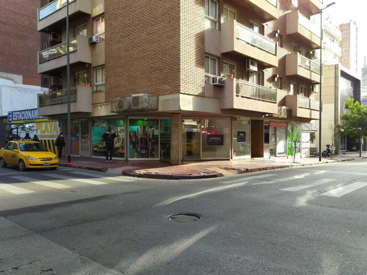 alquilo local esquina 20 m2 - zona centro y tribunales
