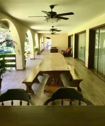 alquilo  mansión en lambare zona yacht golf club cod  2638