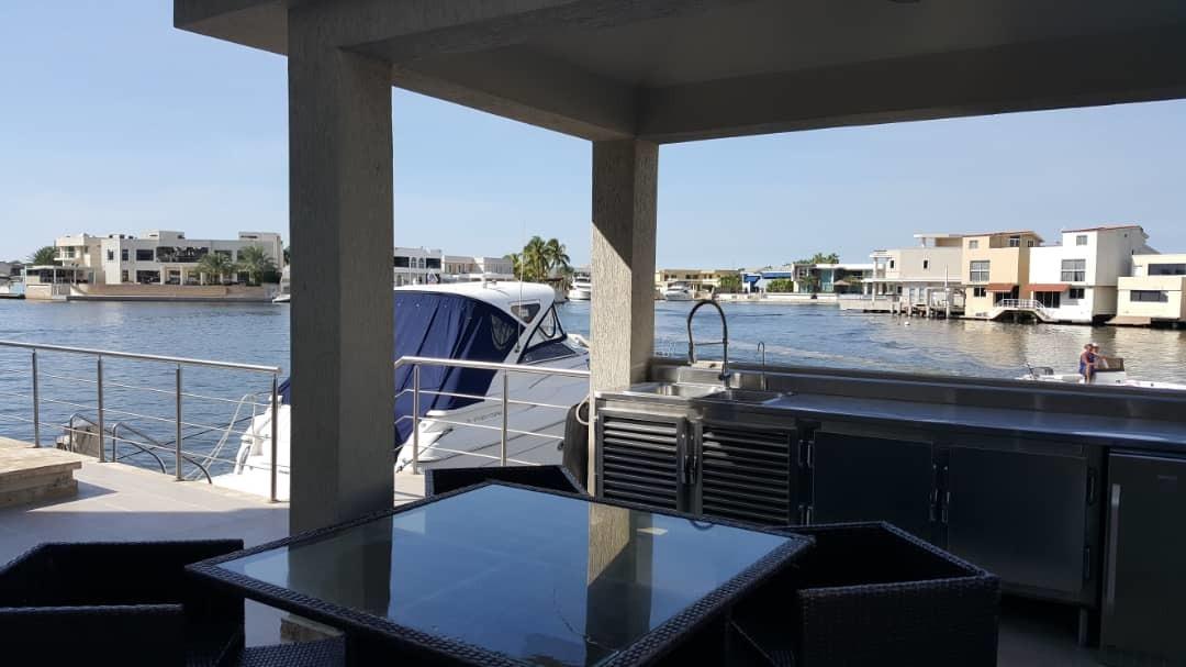 alquilo moderna casa bote