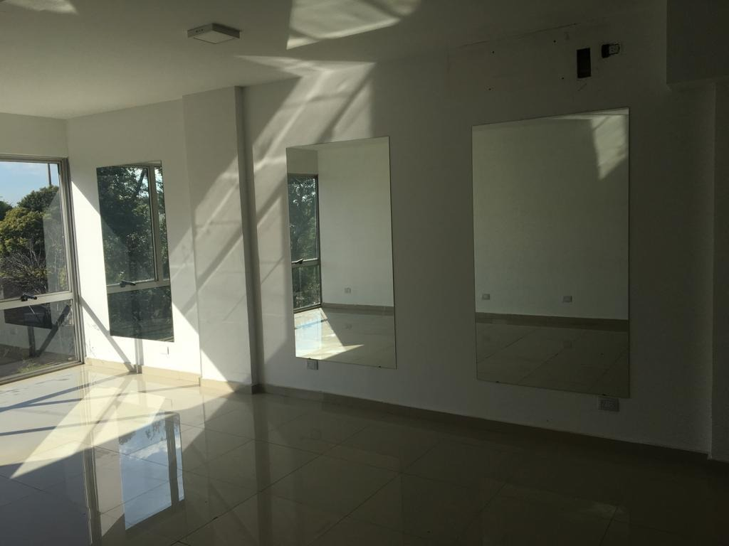 alquilo oficina de 48 m2 - primer piso - paseo espinosa