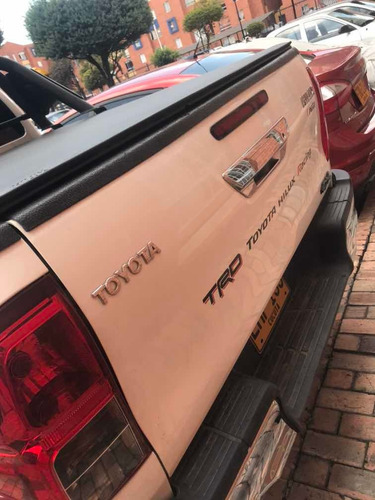 alquilo pink up toyota hilux trd 4x4 con conductor expresos
