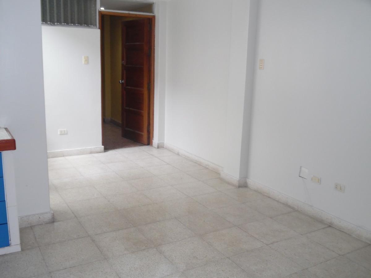 alquilo  precioso departamento en  3er piso surco monterrico