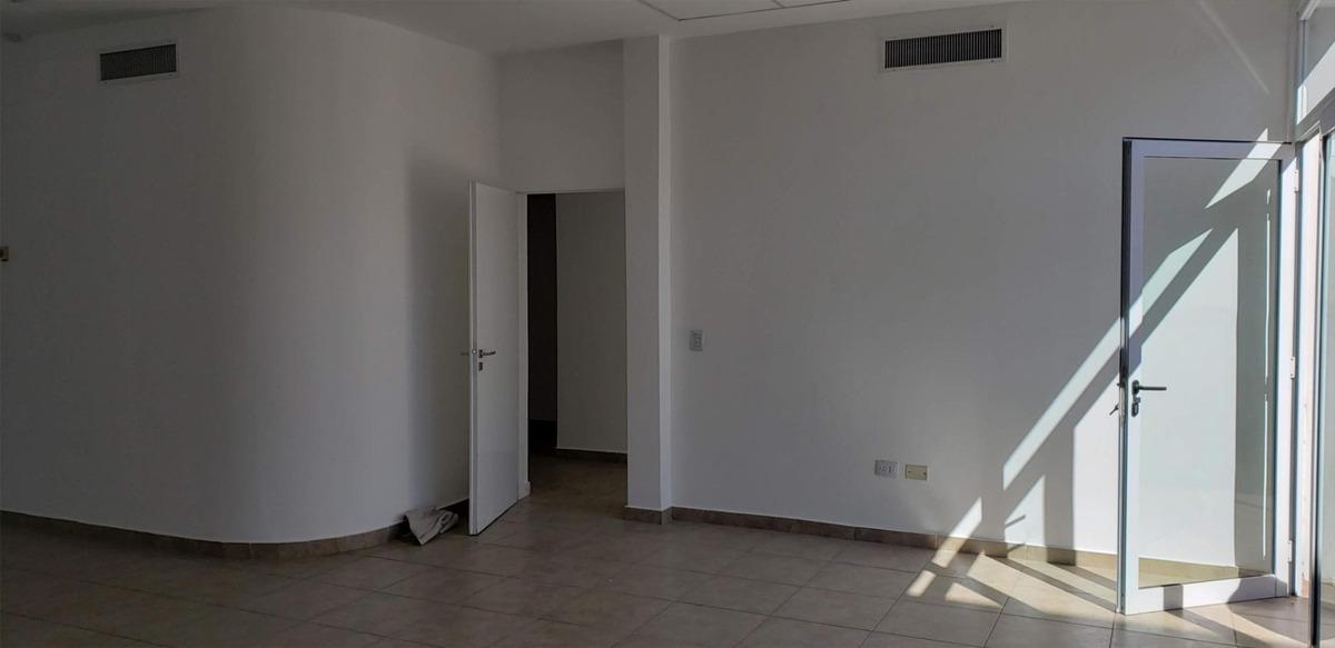alquilo salon 210 m2 en dos plantas frente ruta 22 - neuquen