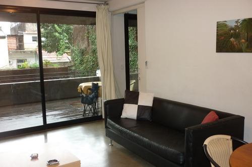 alquilo temporario en villa urquiza. 3 ambientes. cochera.