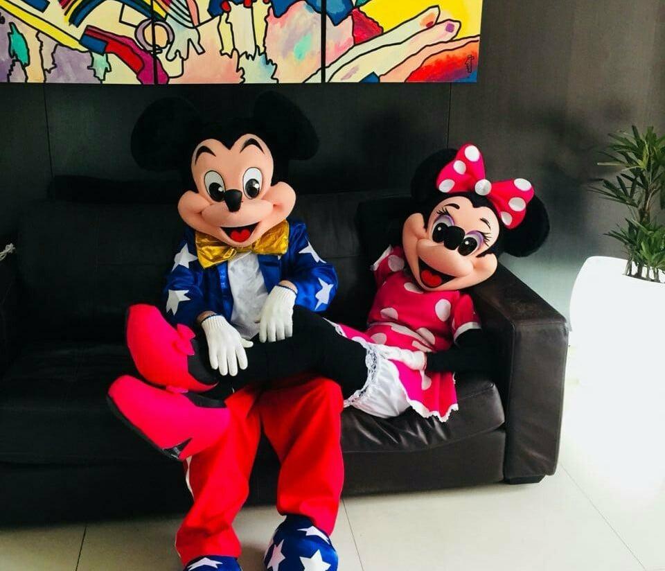 Alquilo Vendo Disfraz Mickey Títeres Vestido Botas Personaje - $ 699,00 en  Mercado Libre