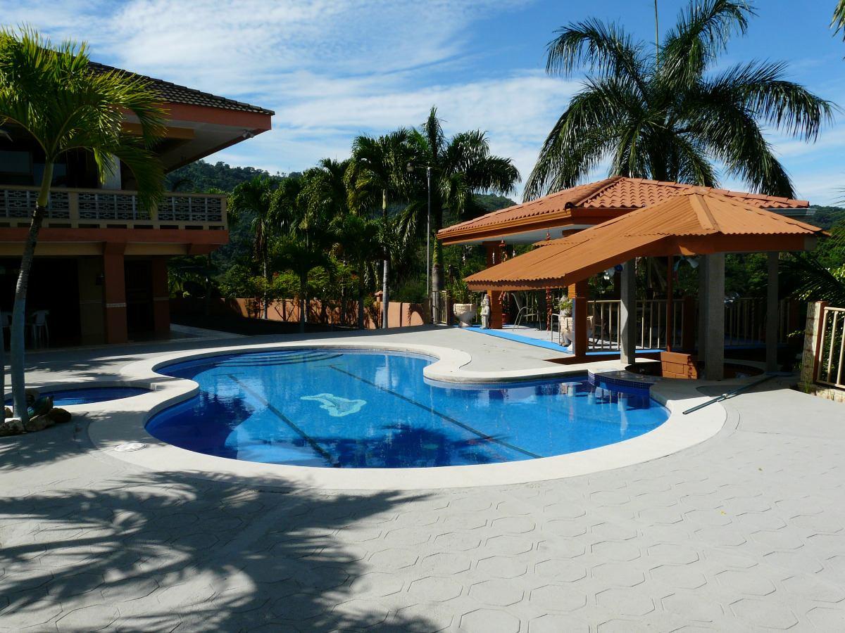 alquilo villa en punta leona// beautiful full house for rent