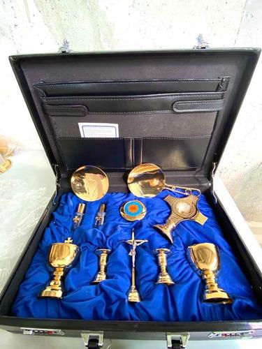 altar portatil caliz, copon, manifestador, hostiario, cruz