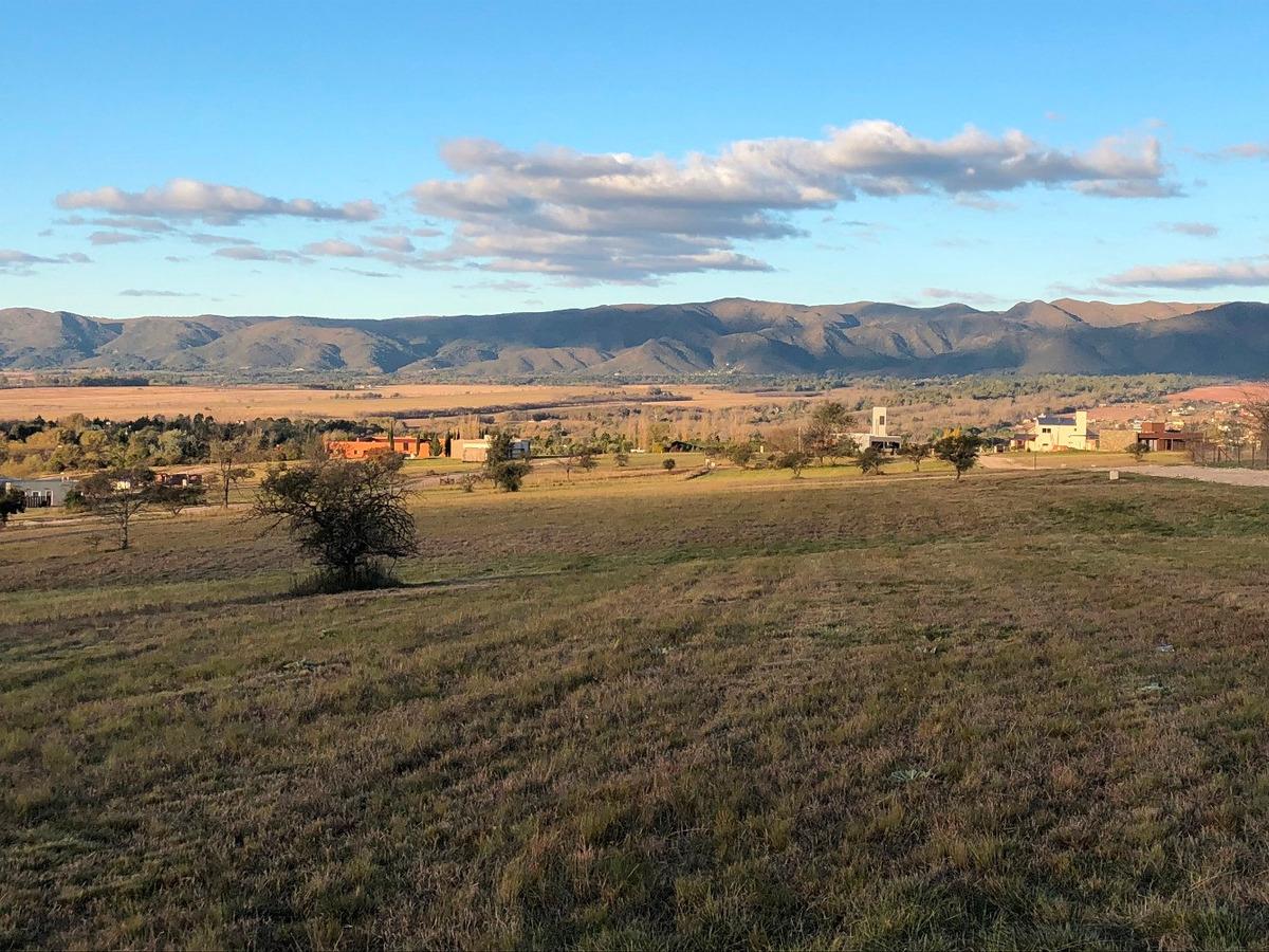 altos del corral lotes 2200 m2 excelentes vistas y ubicación