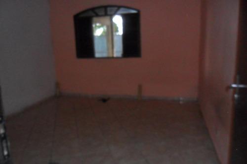 aluga casa 3 cômodos com garagem no novo éden  600 reais