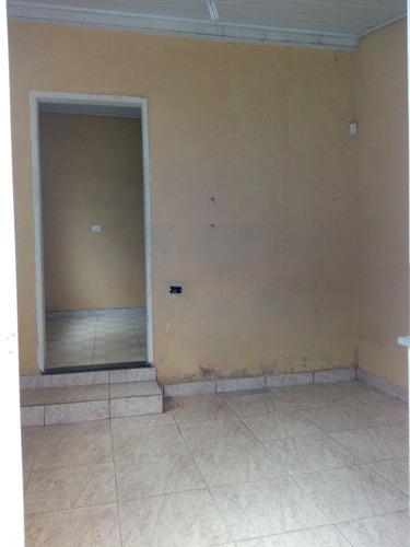 aluga casa 3 cômodos no centro  700,00