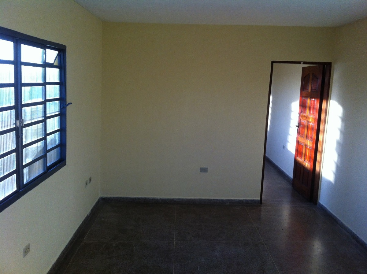 aluga-se casa 4 cômodos e lavanderia coberta - jandira sp