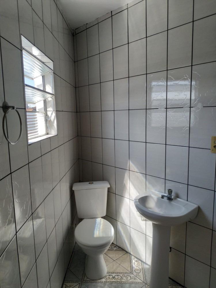 aluga-se casa de 3 cómodos 1 banheiro lavanderia em mauá sp.