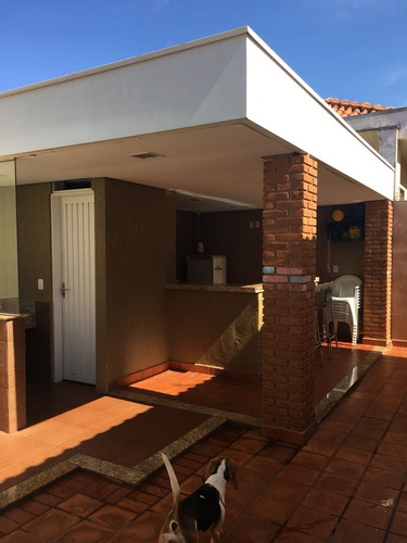 aluga-se casa de condomínio no recreio das acácias