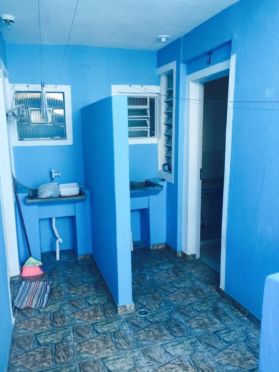 aluga-se uma casa (2 cômodos) jardim peri