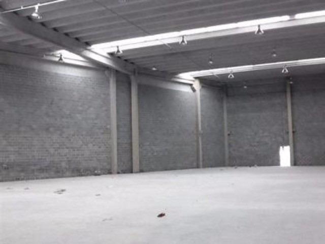 alugo galpão no parque industrial mazzei, osasco. com 857,23 metros de vão livre, doca 158,05 m², garagem privativa 119,08 m² área administrativa térreo 130,27 m² área administrati - 117 - 2968334