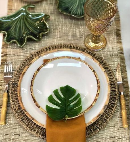 alugo mesa posta, louças e decoração para servir.