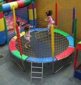 alugo piscina de polinhas / cama elastica + escorregador