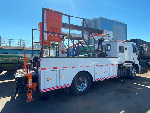 aluguel caminhão cesto aereo 13 metros cabine suplementar