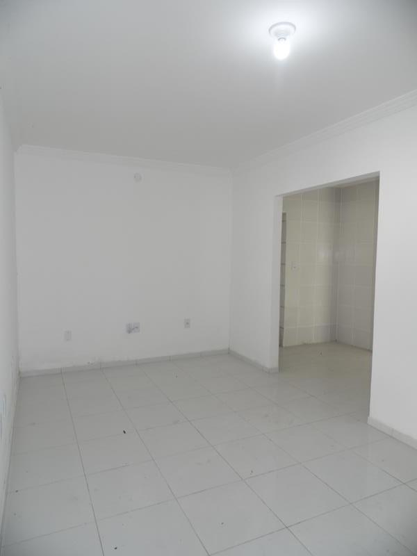 aluguel casa - 3 quartos, 3 garagens - cid. dos funcionários