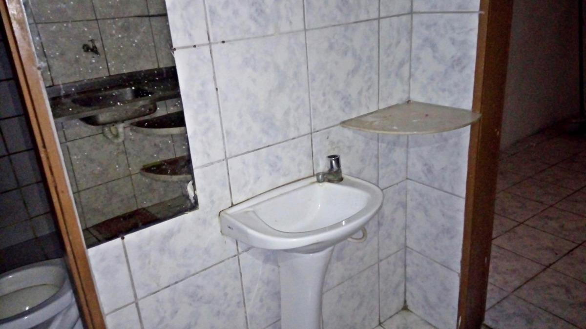 aluguel casa com 2 quartos, sala, cozinha e 2 banheiros