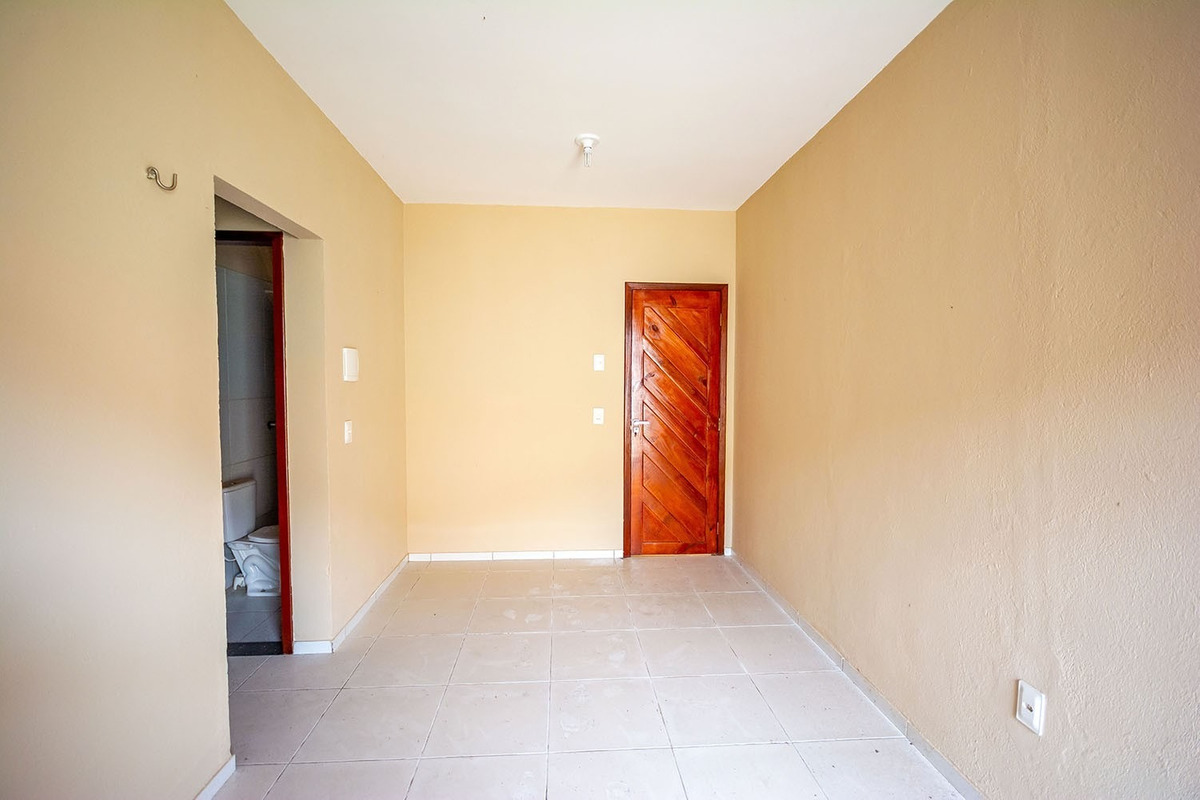 aluguel casa com garagem, 2 quartos, área de serviço