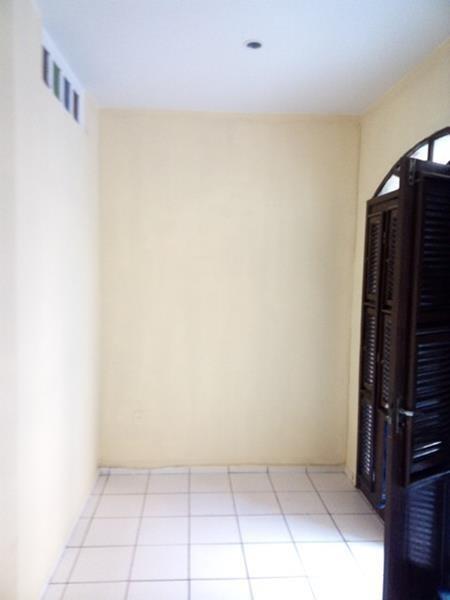 aluguel casa no centro - suíte, sala, cozinha e garagem