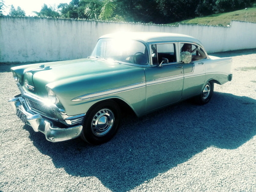 aluguel de carros antigos ou limousine para casamento