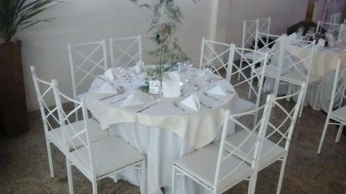 aluguel de mesas redondas, cadeiras de ferro branca, toalhas