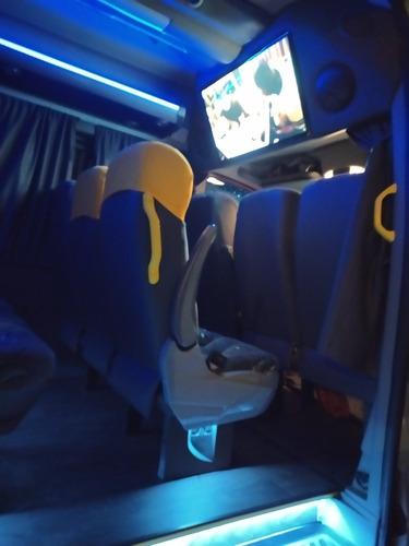 aluguel de van com motorista até 18 lugares