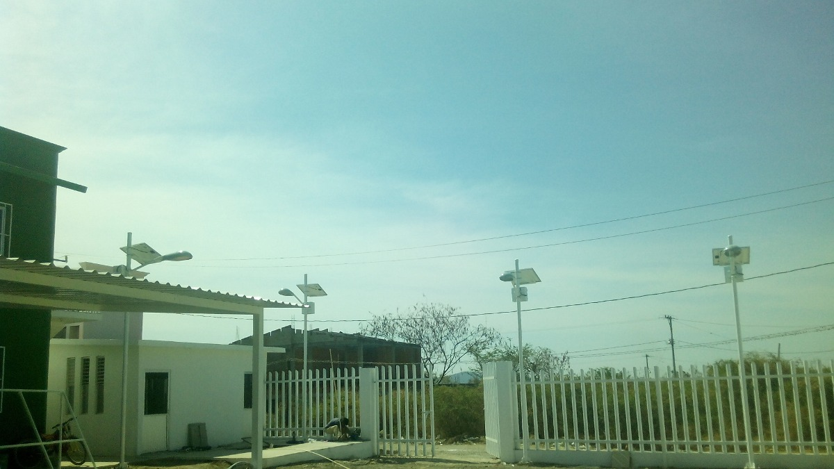 Alumbrado publico solar autonomo 30w completo con anclas for Alumbrado solar jardin