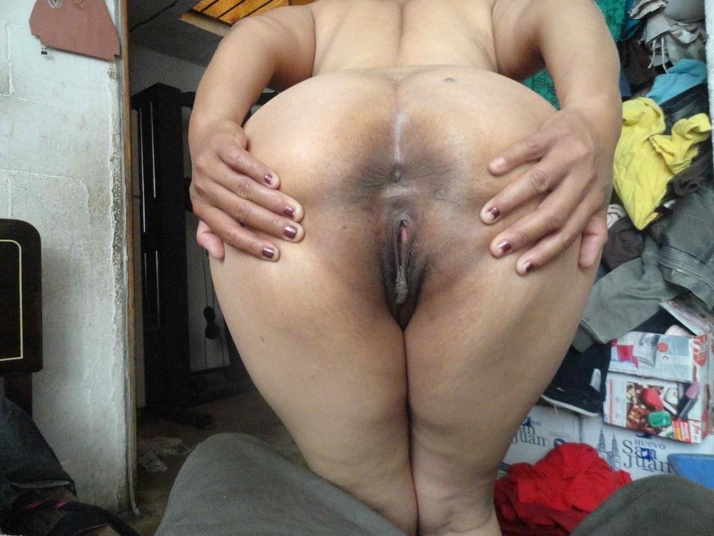A esta madurita le gusta que le den por el culo bien fuerte 9