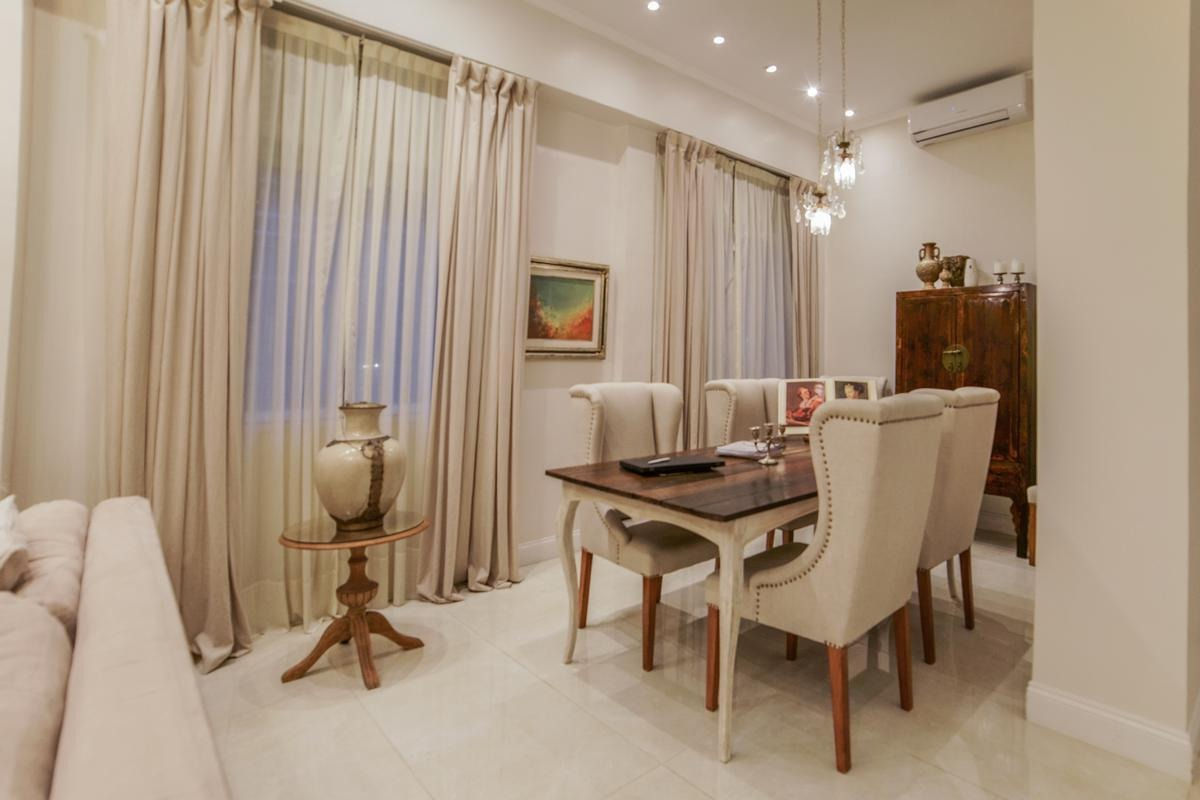 amazing 1 bedroom apartment next to patio bullrich! recycled in 2019! you will love it!