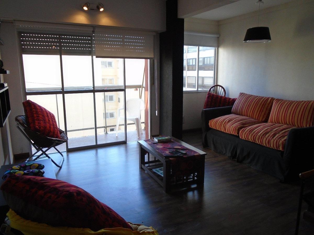 amb amplios con balcón y vista lateral al mar