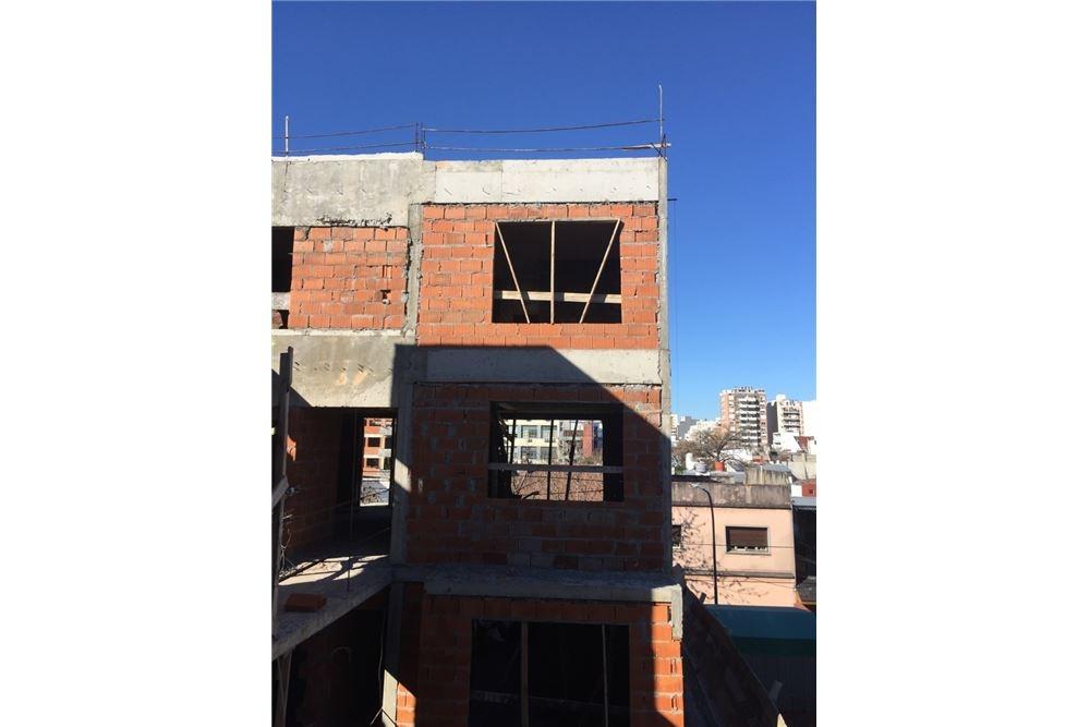 amb único con balcon terraza parque saavedra!!
