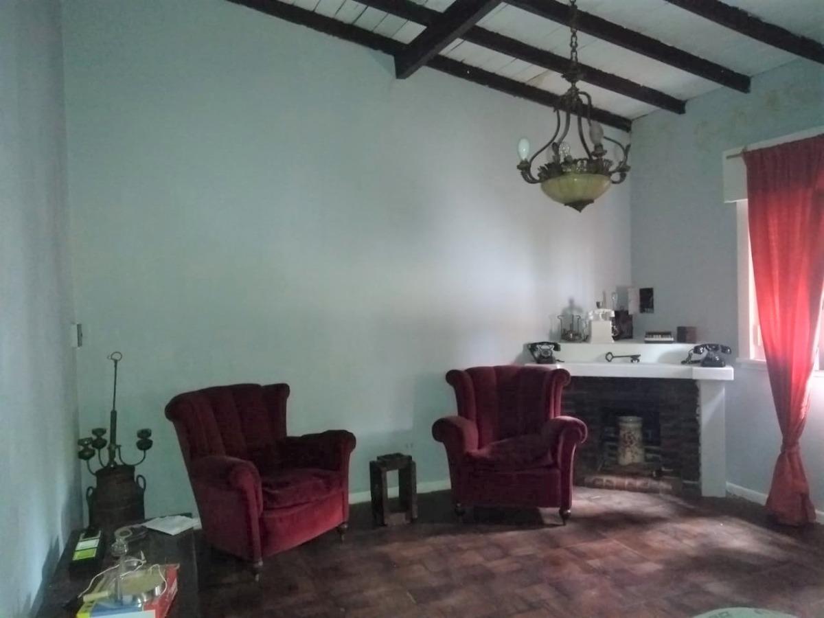 ambrosoni  902. casa en venta en victoria.