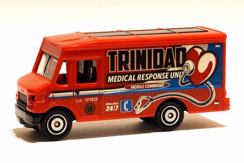ambulancia corazon escala 6cm coleccion matchbox