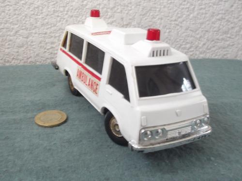 ambulancia de cuerda antigua